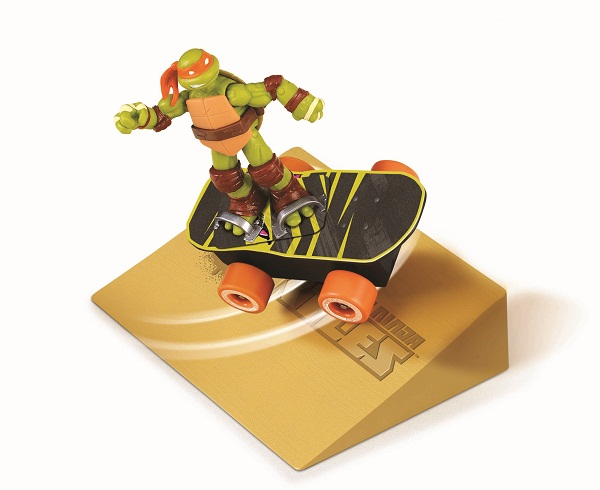 Playmates Teenage Mutant Ninja Turtles Sewer Spinnin' Skateboard