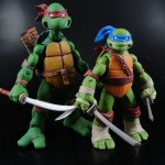 Comparison of New Nickelodeon TMNT Leonardo to NECA TMNT Leonardo