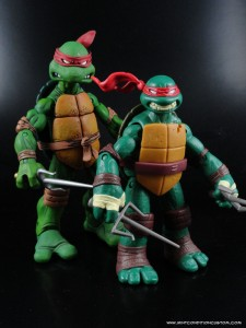 Comparison of New Nickelodeon TMNT Raphael to NECA TMNT Raphael