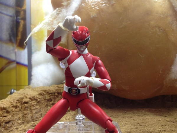 Bandai Bluefin Tamashii Nations S.H. Figuarts Mighty Morphin' Power Rangers Red Ranger Action Figure