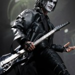 Hot-Toys_The-Crow_Eric-Draven_09