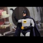 Hot_Toys_1966_Adam_West_Batman_08