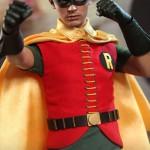 Hot_Toys_1966_Batman_Robin_03