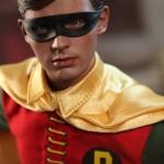 Hot_Toys_1966_Batman_Robin_05